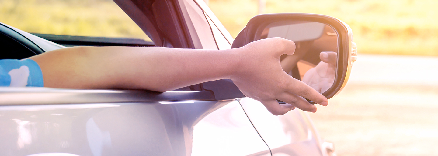 How to position your side-view mirrors correctly