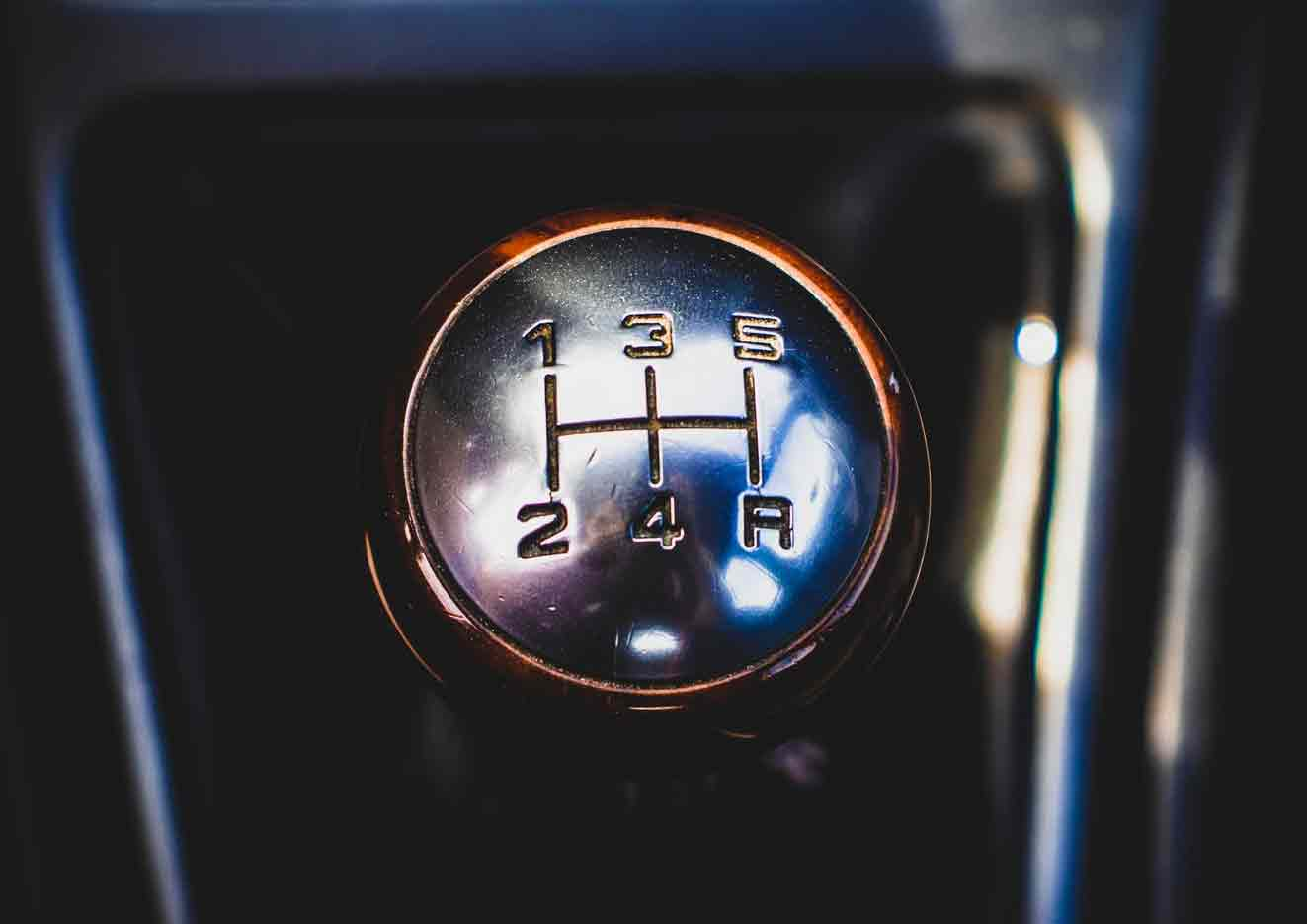 Gearboxes: Manual vs. Automatic blog card image