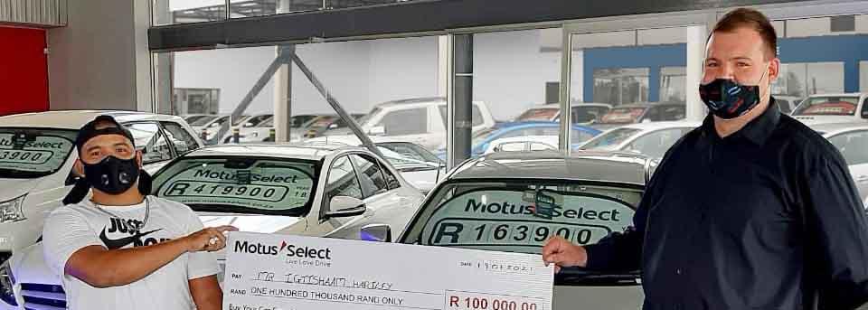 Motus Select awards shopper with R100 000 prize